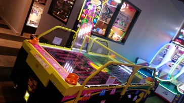Pac-Man Air Hockey